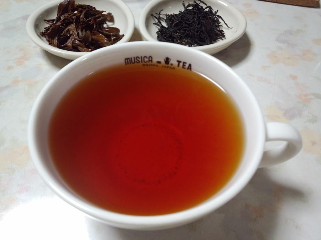 お昼につくった紅茶をその日の夜に試飲しました。良い香り。