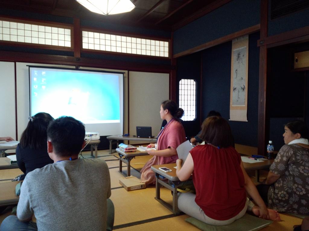センターにいるのが主任講師、森山奈美さん。