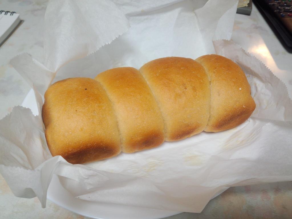 5回目。ずいぶんパンらしくなった。無水鍋で焼くことに自信を持てた。