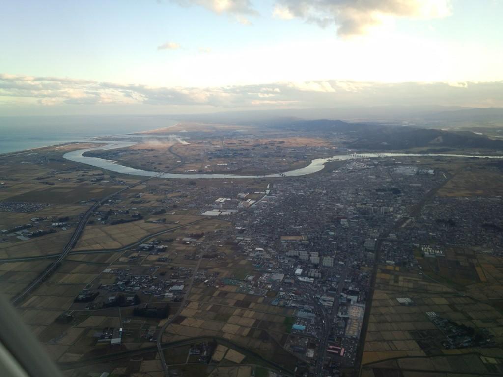 蛇行している川。きっと名取川。
