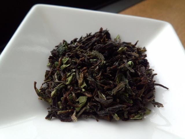 緑色のままの茶葉が残っている。これが狙いだろう。