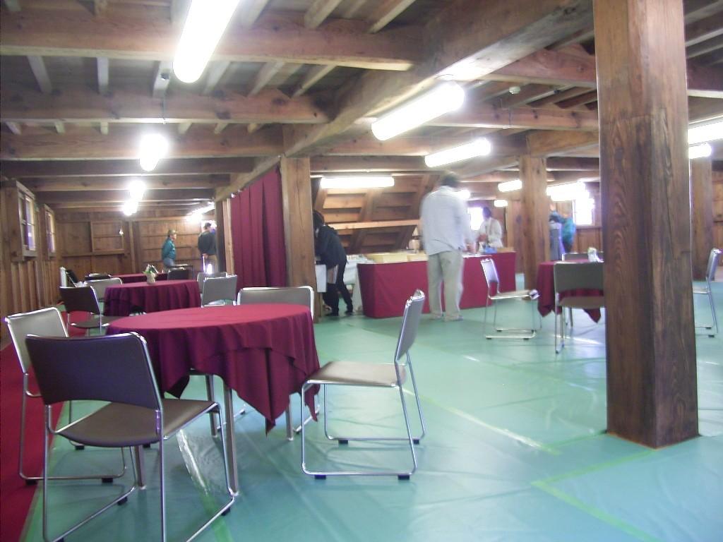 鶴丸倉庫1階の仮設カフェ。