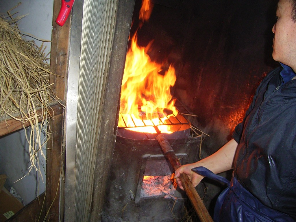 藁焼き作業。3月に訪問したときに見学。