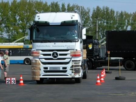 So blieb alles so, wie man es gewohnt ist und dafür stellte uns Mercedes-Benz diesen nagelneuen LKW als Turnierfahrzeug zur Verfügung.