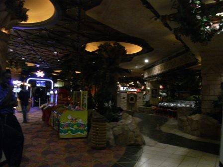 ...gab es aber auch zahlreiche Geschäfte und Restaurants.