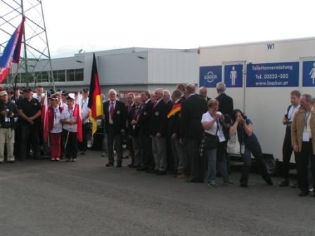 Deutschland wird vor dem Toillettenwagen platziert...