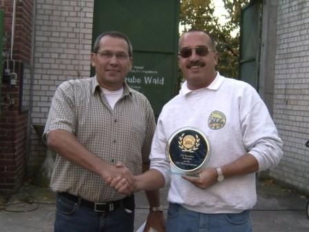 Für seine Verdienste um die SWS-Motorsportgruppe, wurde auch der 1. Vorsitzende Thomas Graf (rechts) geehrt.