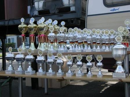 Viele Pokale gibt es zu verteilen.