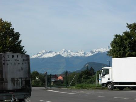 ...mit den schneebedeckten Bergen.