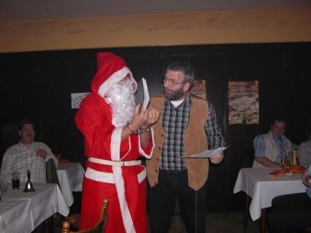 Gelegentlich wird aber auch der Nikolaus überrascht und sogar verhaftet.