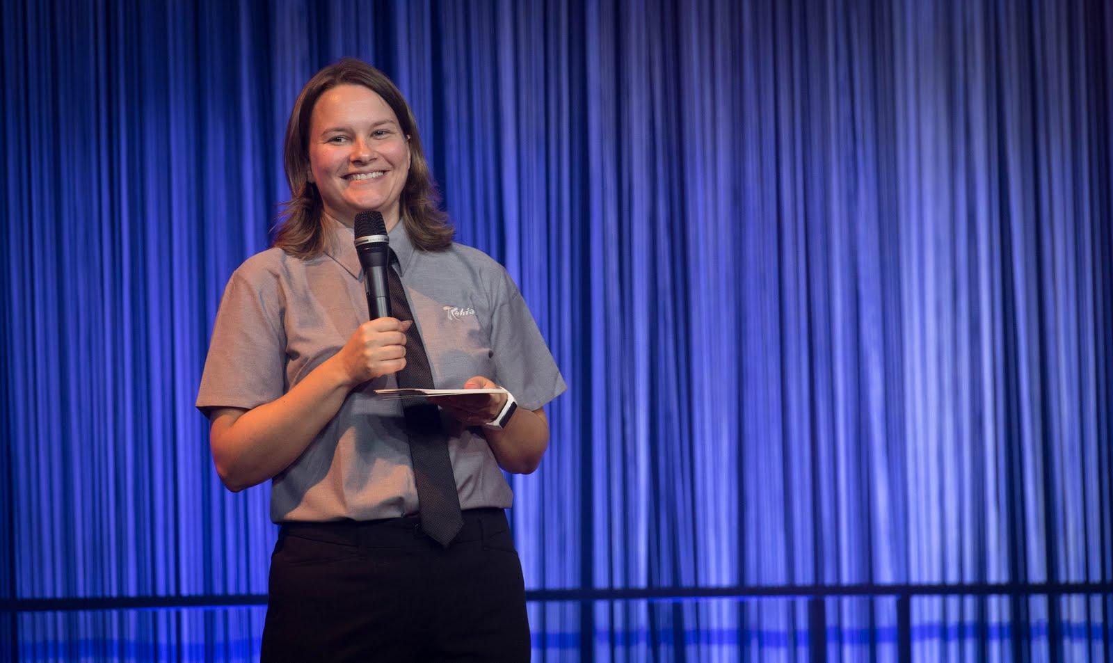 Organisationschefin Hanna Seppä begrüßte dann die Teilnehmer und Gäste...