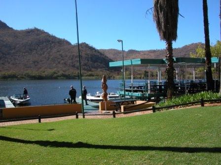 ...eine riesige Park- und Wassersportanlage...