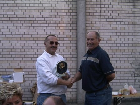 Hans-Dieter Kaul (rechts) gründete die SWS-Motorsportgruppe und bekam dafür eine besondere Auszeichnung.
