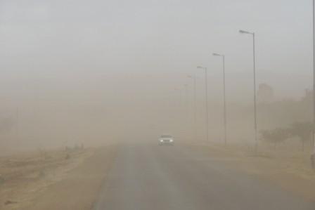 ...Mittags ein Sandsturm...