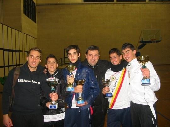I piccoli grandi barcellonesi premiati, insieme al vincitore La Rosa ed al presidente della F.i.s.c.t. Enrico Corso