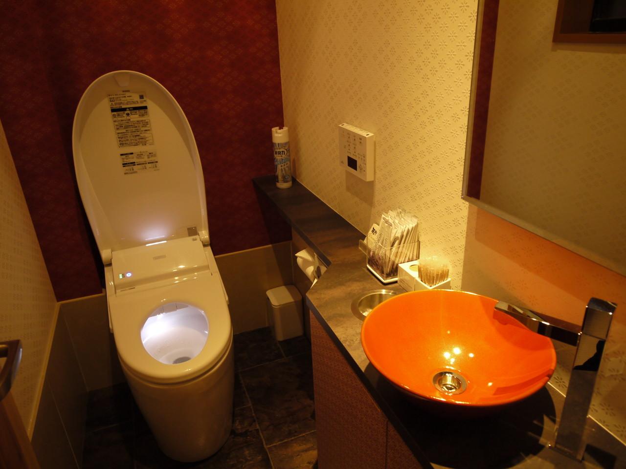 ■ アメニティの揃った清潔感のある女性トイレ