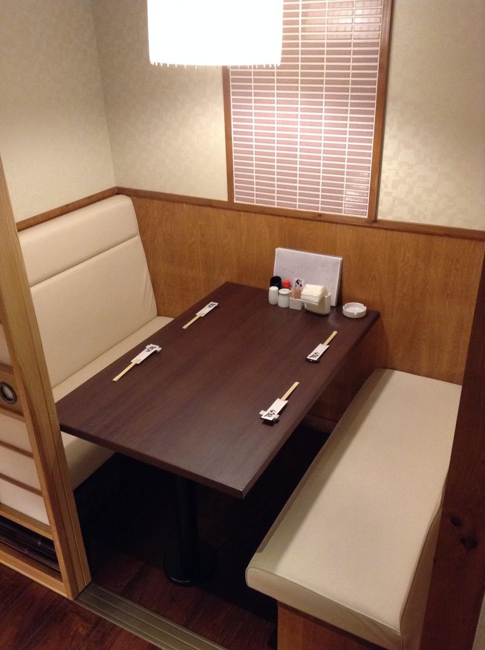 ■ ゆっくり語り合いたい時に-テーブル4人席