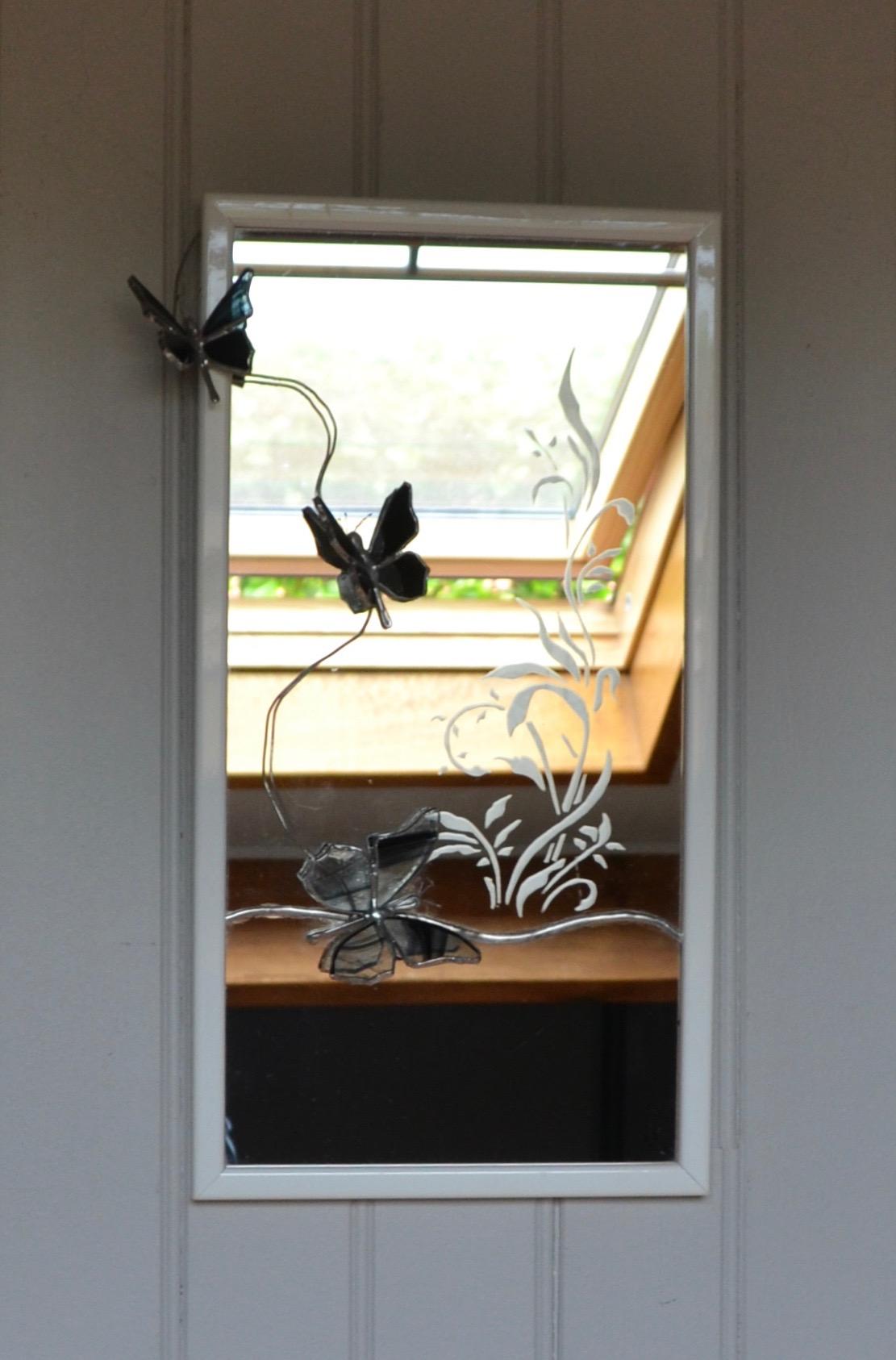 """Miroir """"sablage"""" et papillons  en Tiffany"""