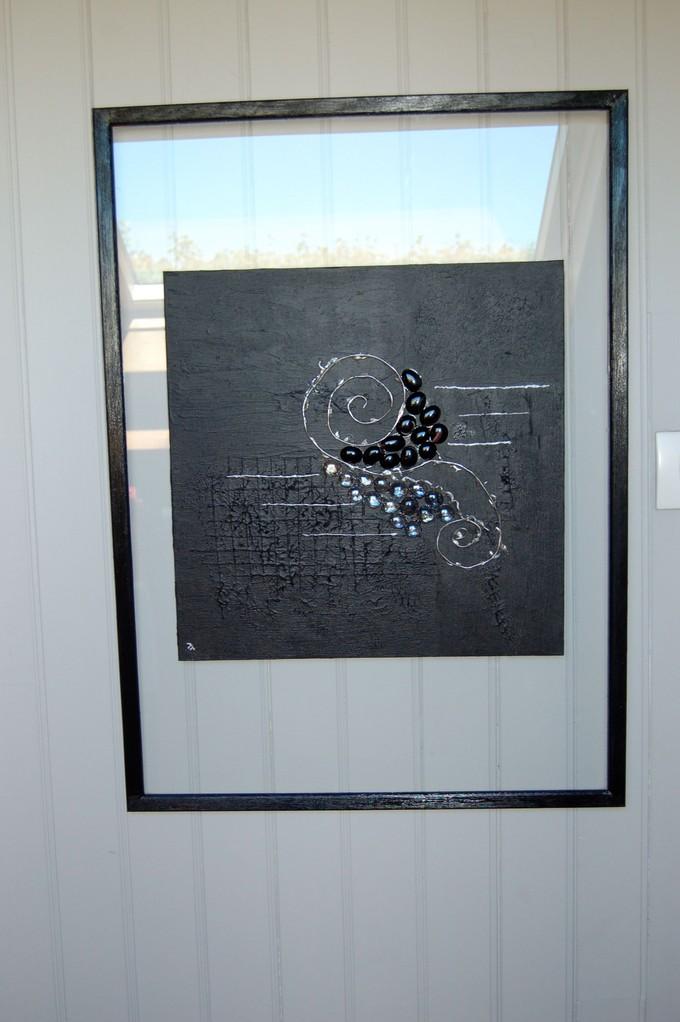 Tableau toile peinte avec métal et galets de verre sur verre