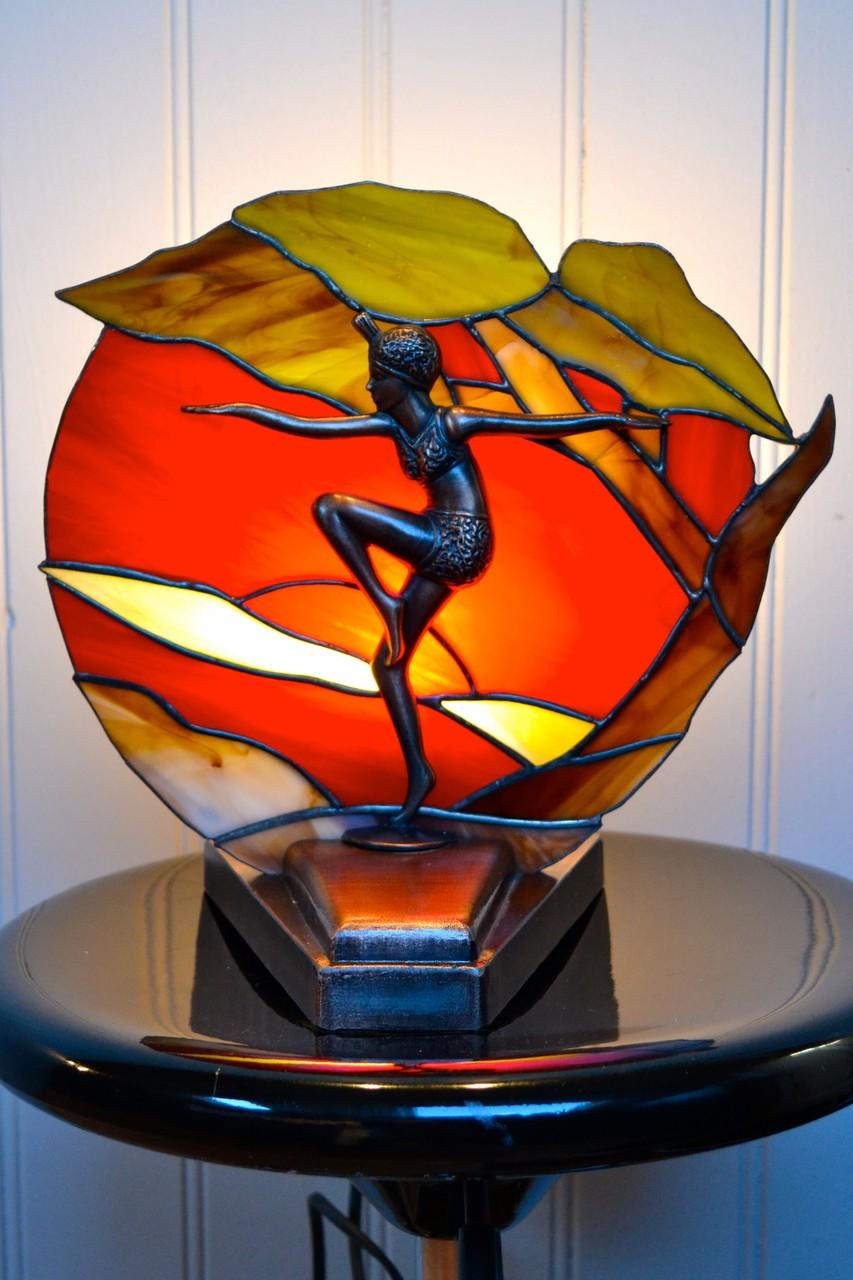 Lampe femme Art déco Allumée