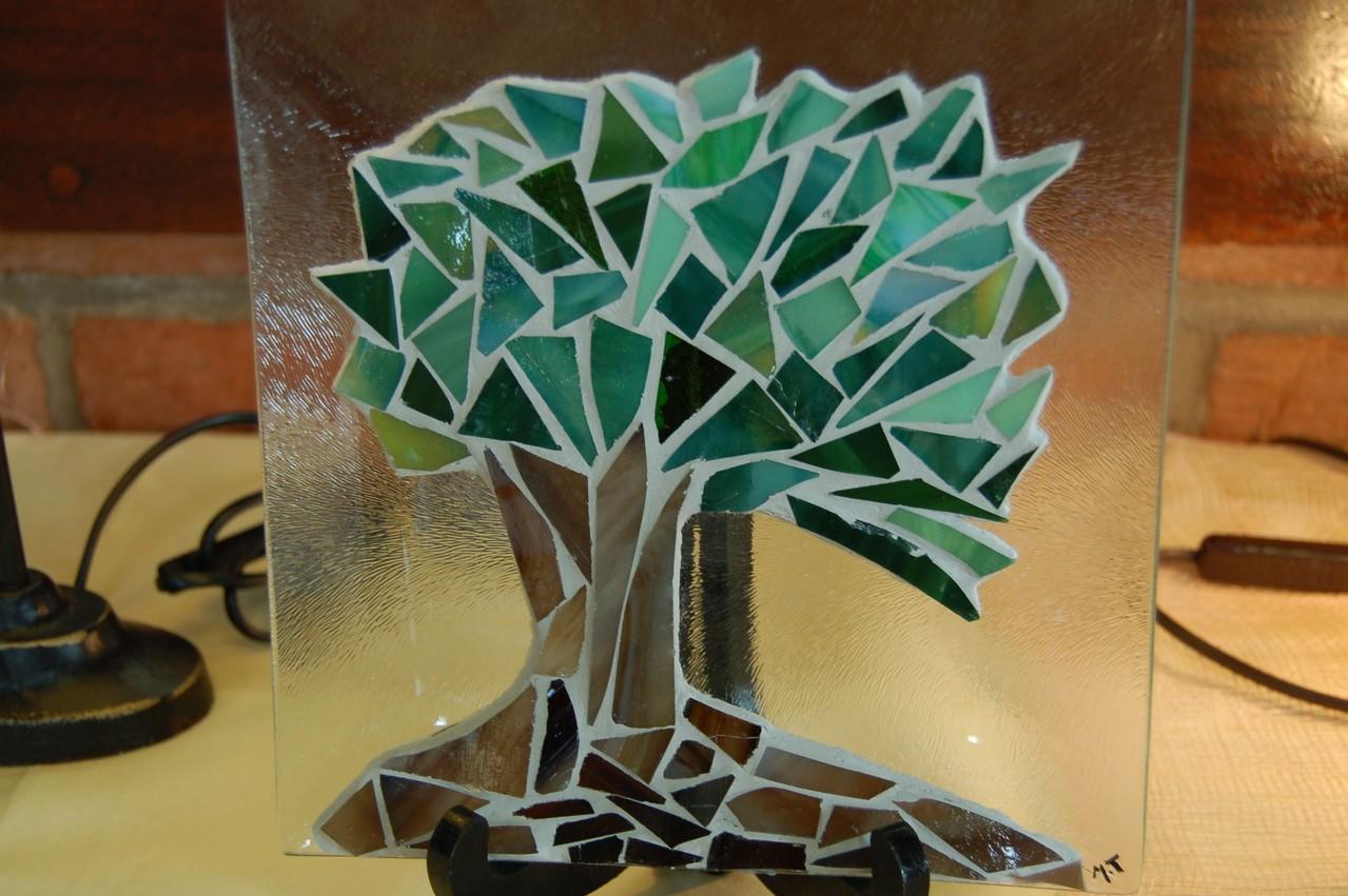 Asiette en verre avec mosaïque