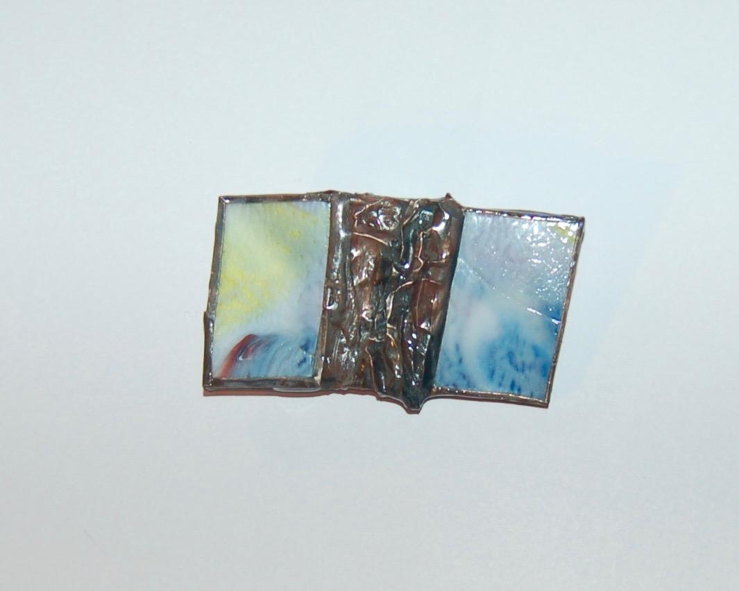 Broche verre et métal