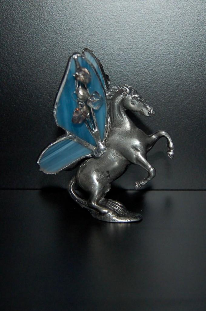 Pégase statuette en étain avec ailes en Tiffany