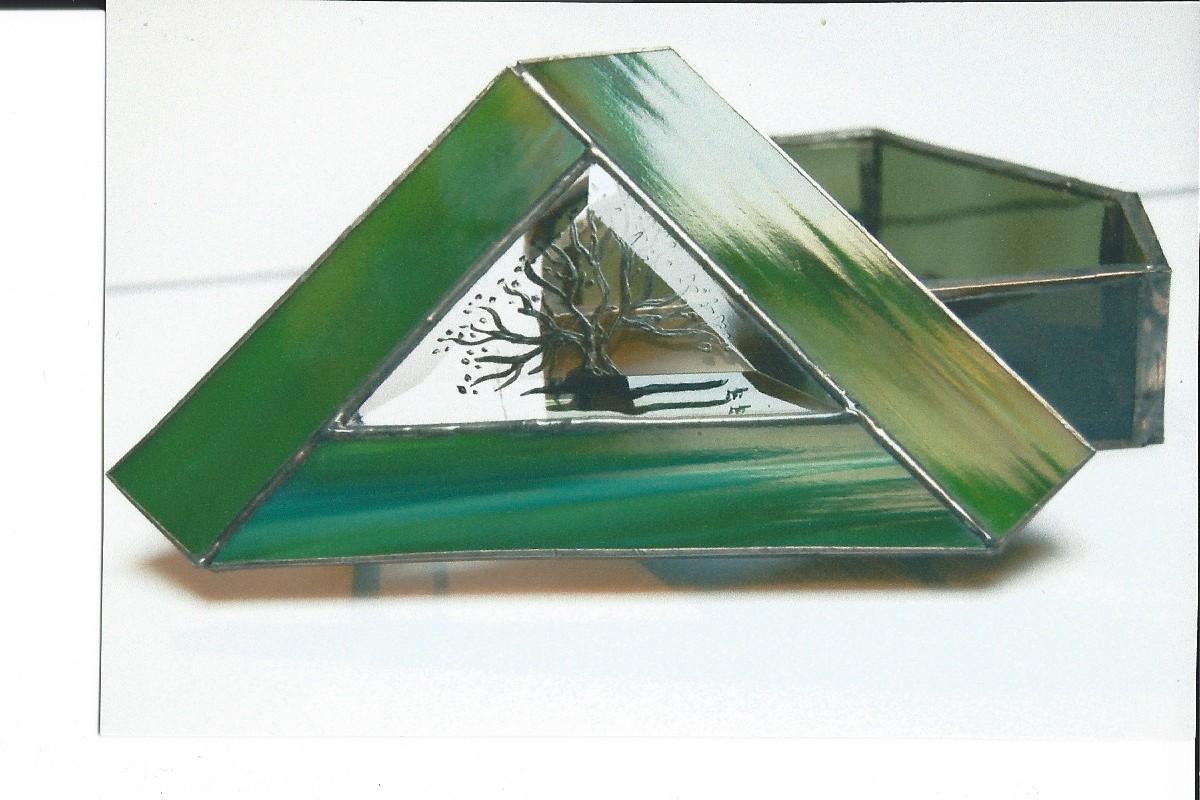Boîte réalisée en Tiffany avec inclusion verre biseauté