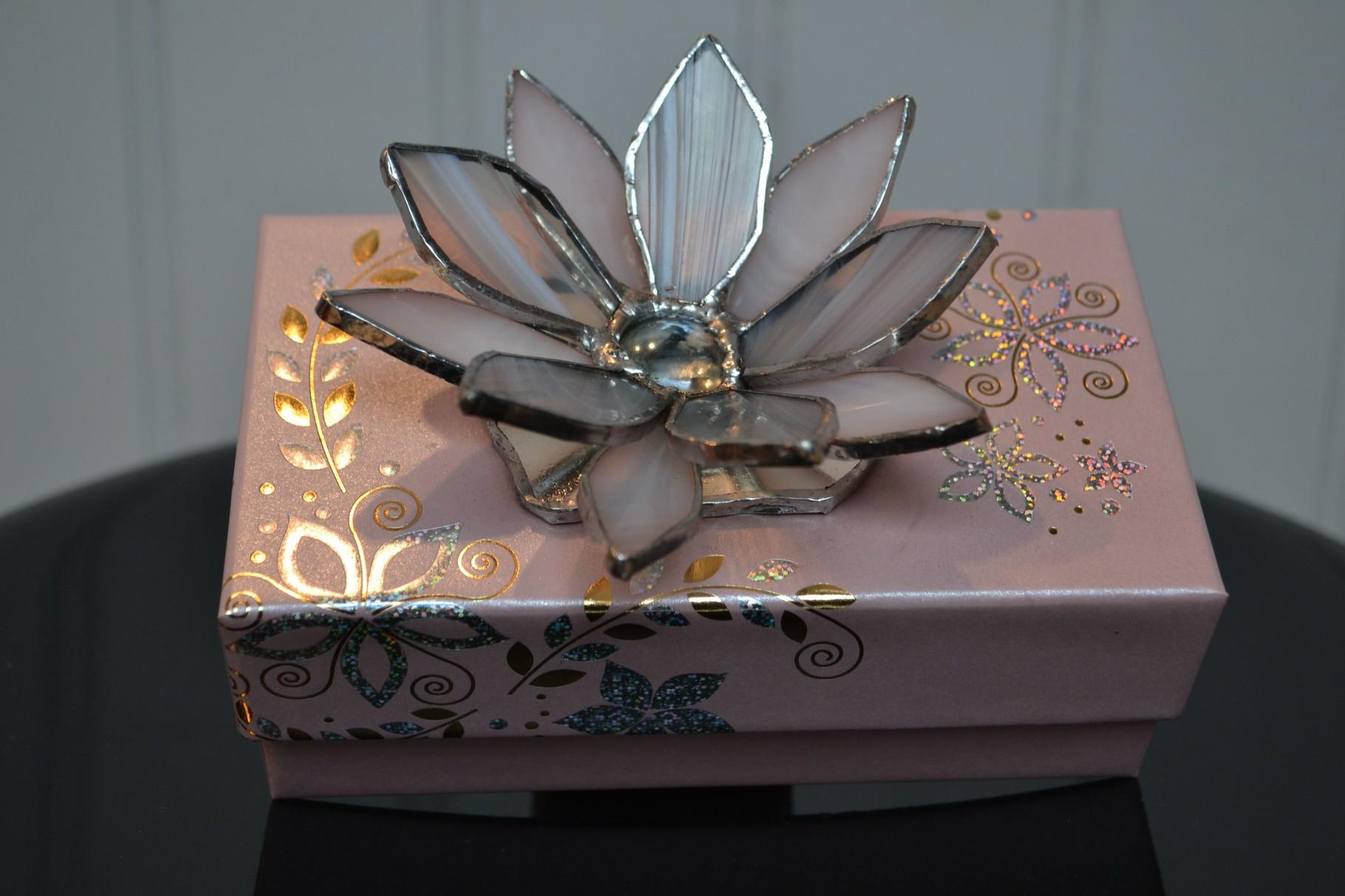 Boite carton avec fleur Tiffany