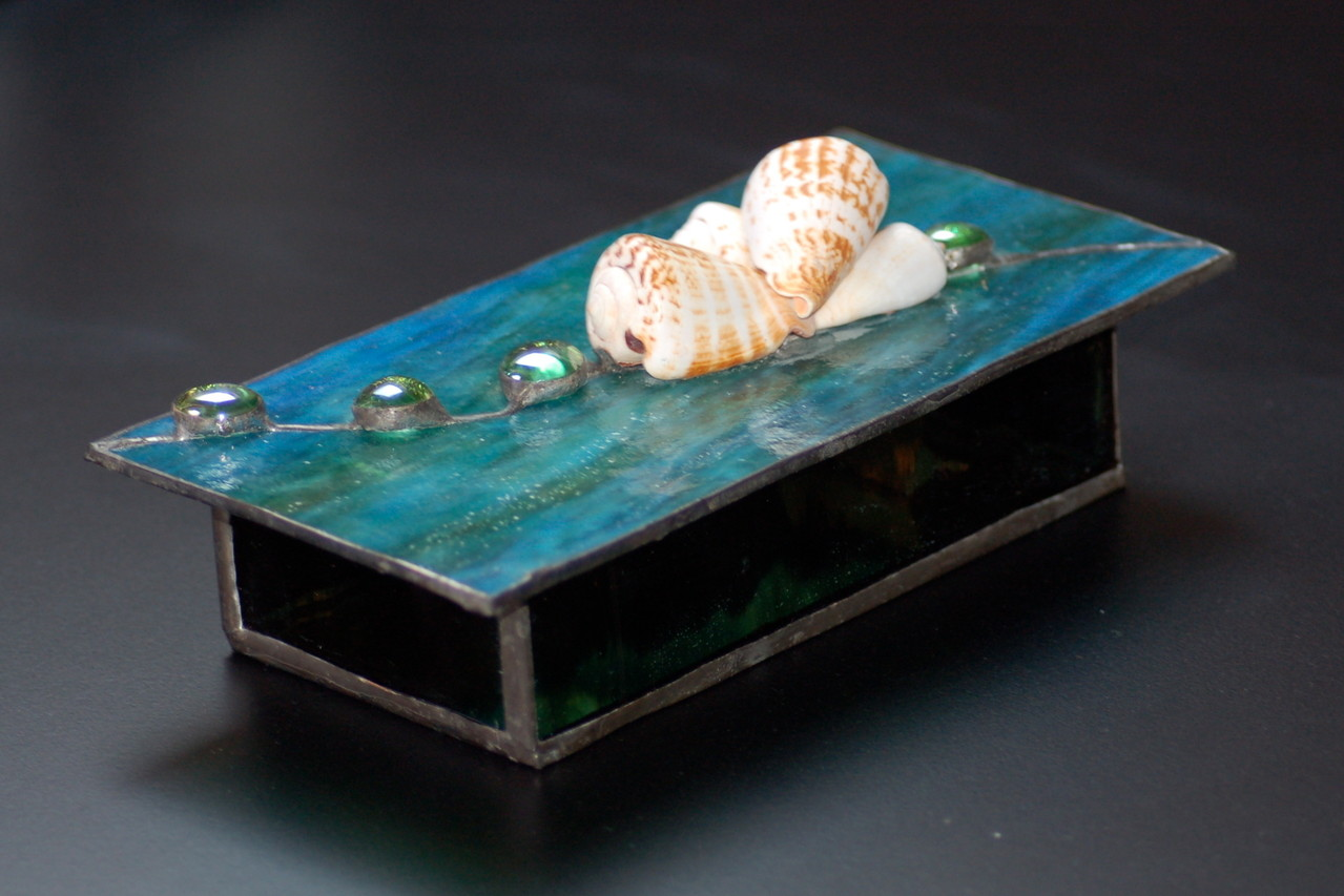 Boite réalisée en Tiffany avec coquillages
