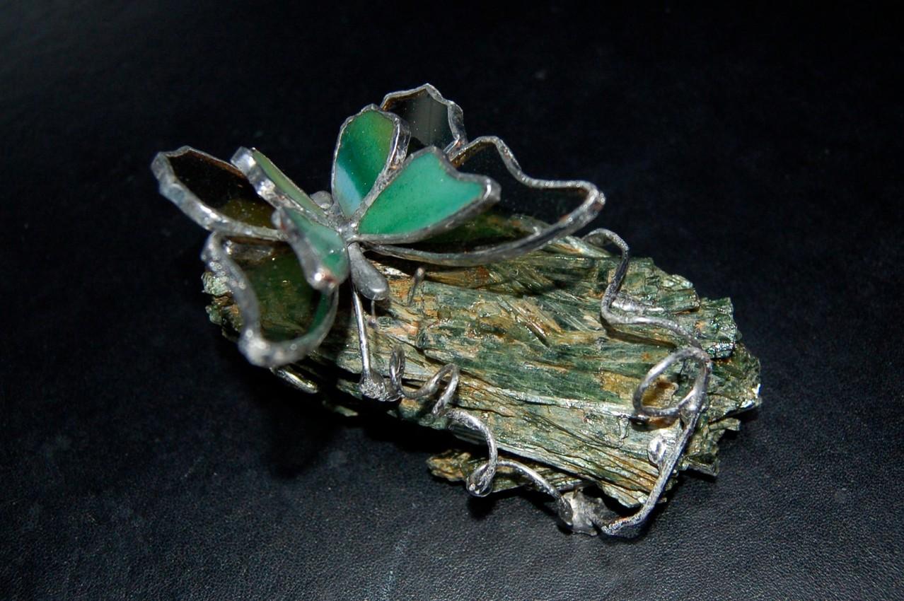 Papillon réalisé en Tiffany sur pierre