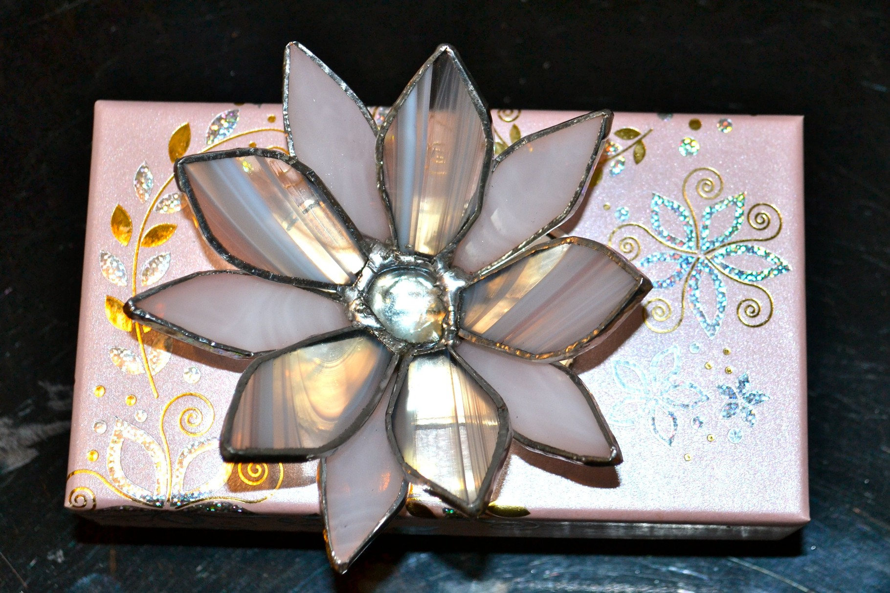 Boite carton avec fleur Tiffany Vue de  dessus