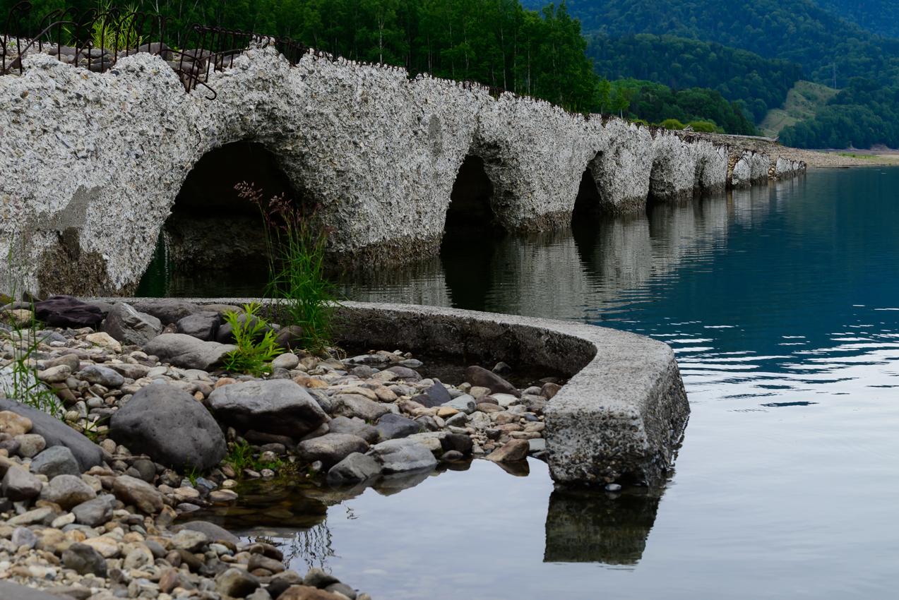 沈んでいく橋