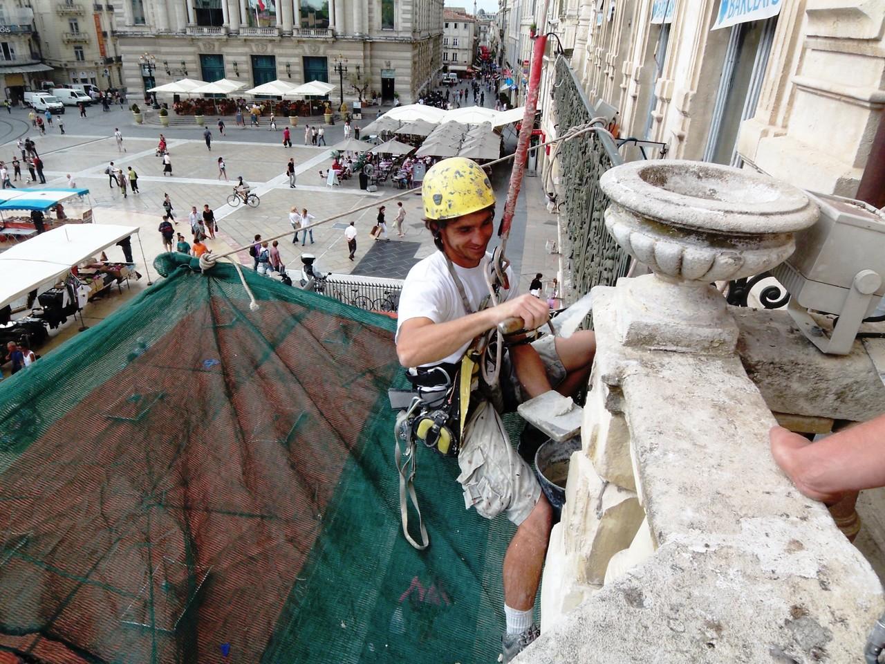 rénovation pierre en hauteur Montpellier gecko