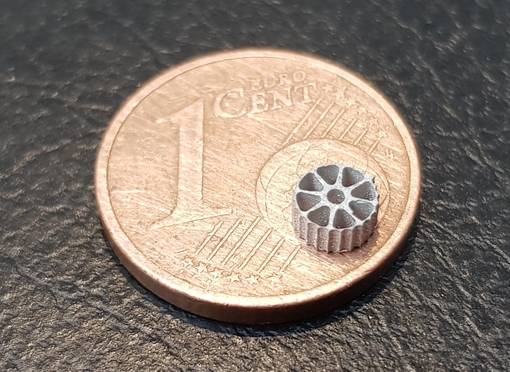 Schneiden kleiner, filigraner Bauteile mit Strahldurchmesser 0,2 mm