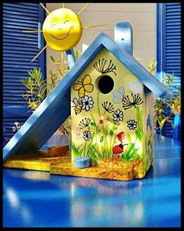 Nestkastje met Pindakaaspot met vlinders en blauw dak