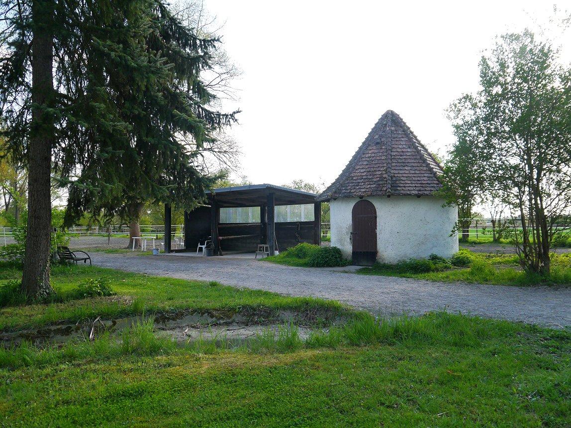 Putzplatz und Sattelkammer zum Offenstall.