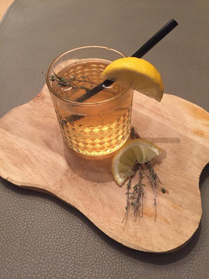 Mocktail met zwarte thee