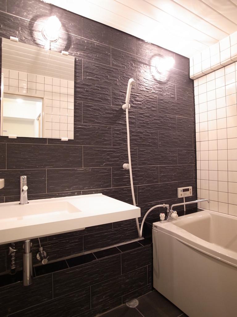 タイル張りの浴室
