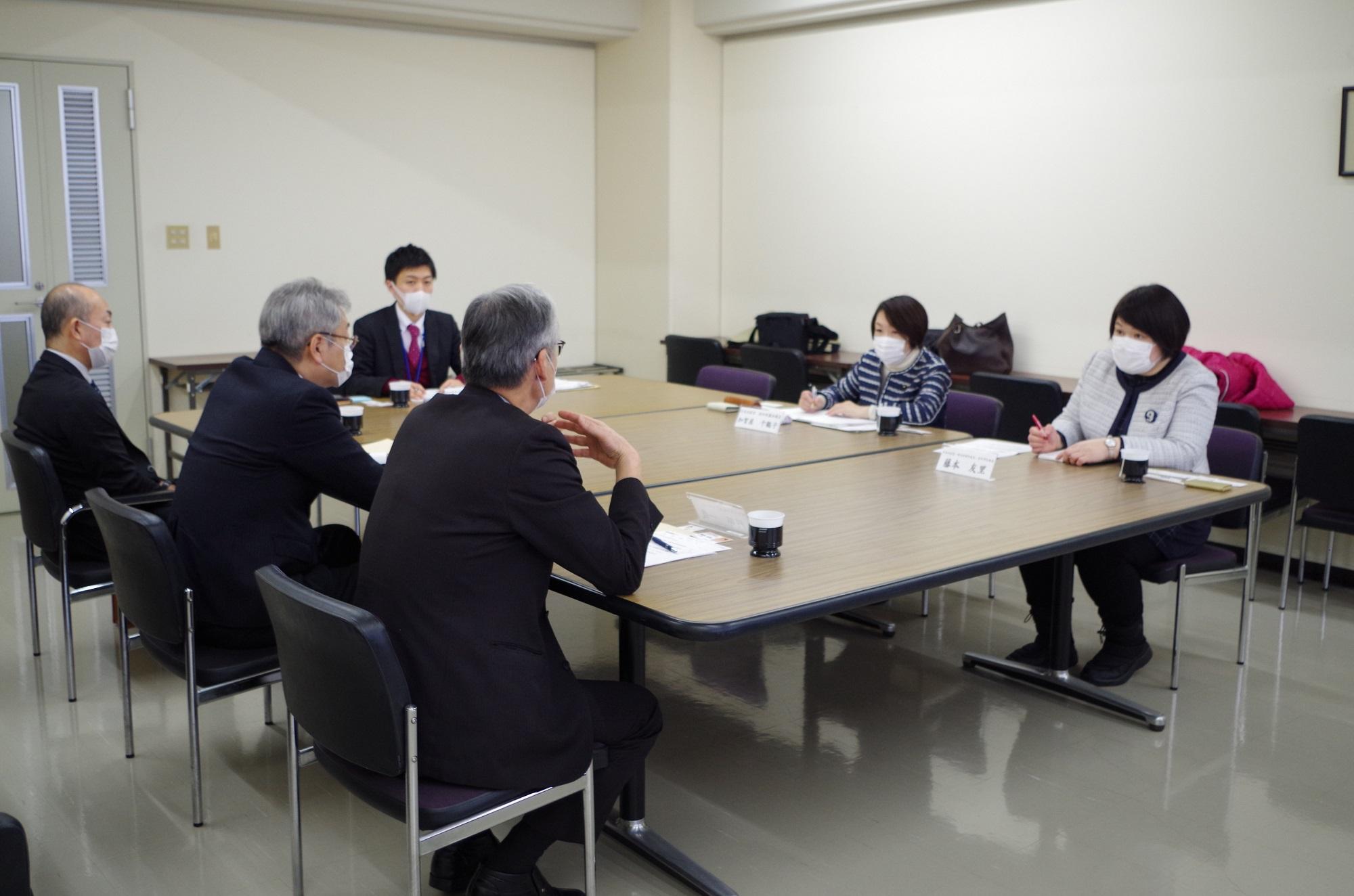 最大限努力しても危機感 定期的なPCR検査を 藤本候補・加賀屋県議 老人施設長と懇談