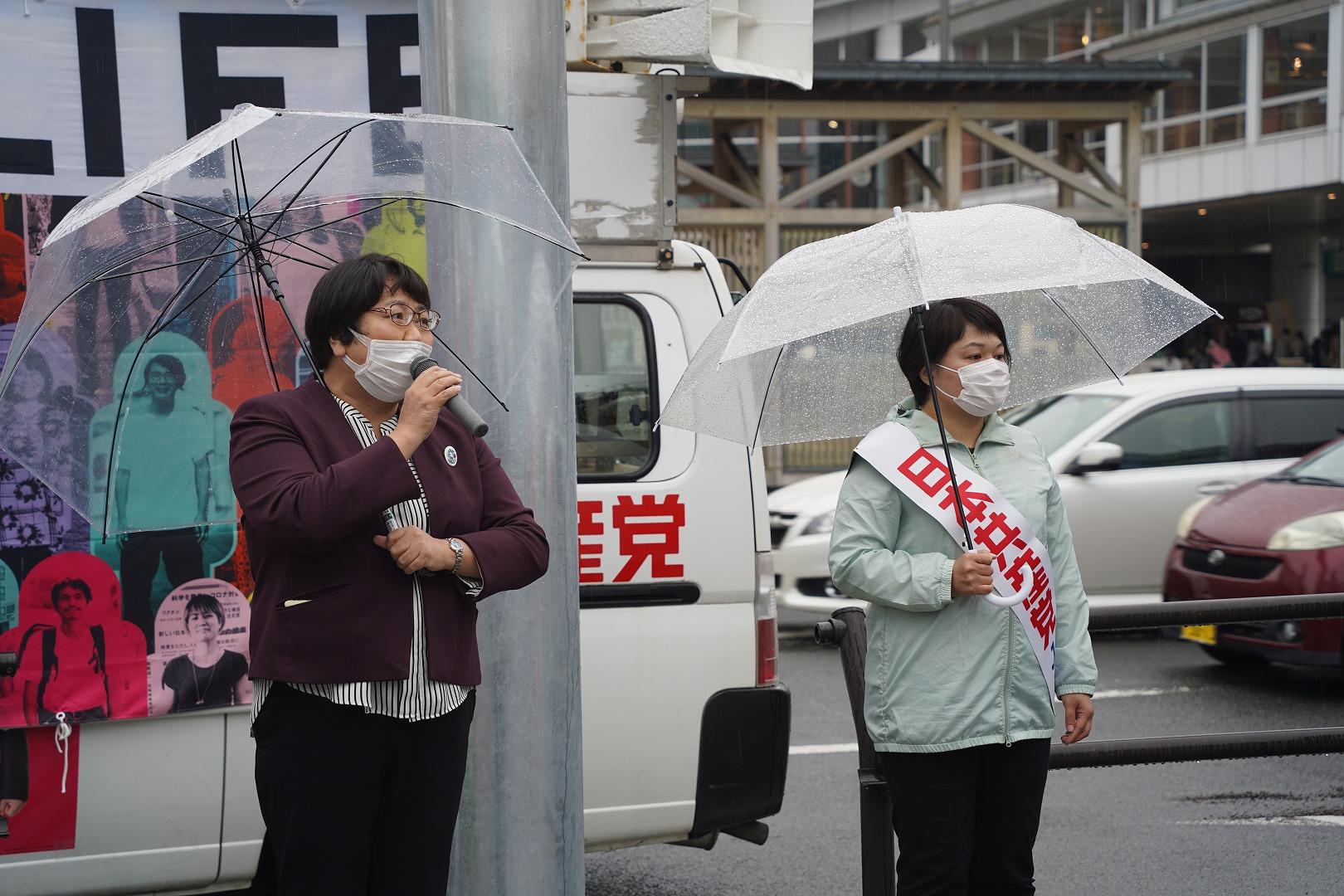 高橋ちづ子前衆議院議員、藤本友里候補、秋田駅前街頭演説