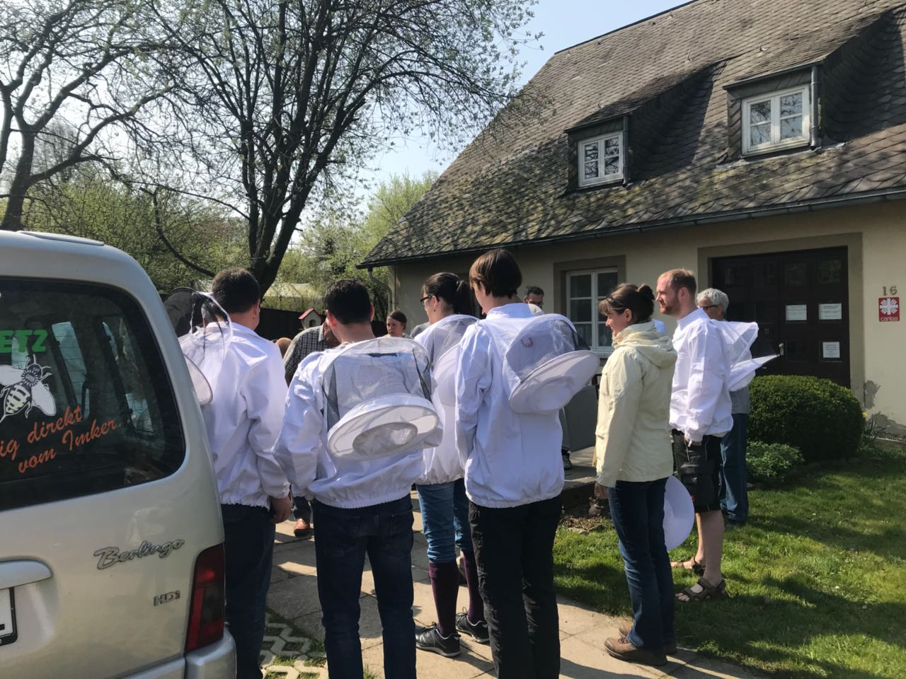 Anfängerkurs startklar vor der Klosterwerkstatt