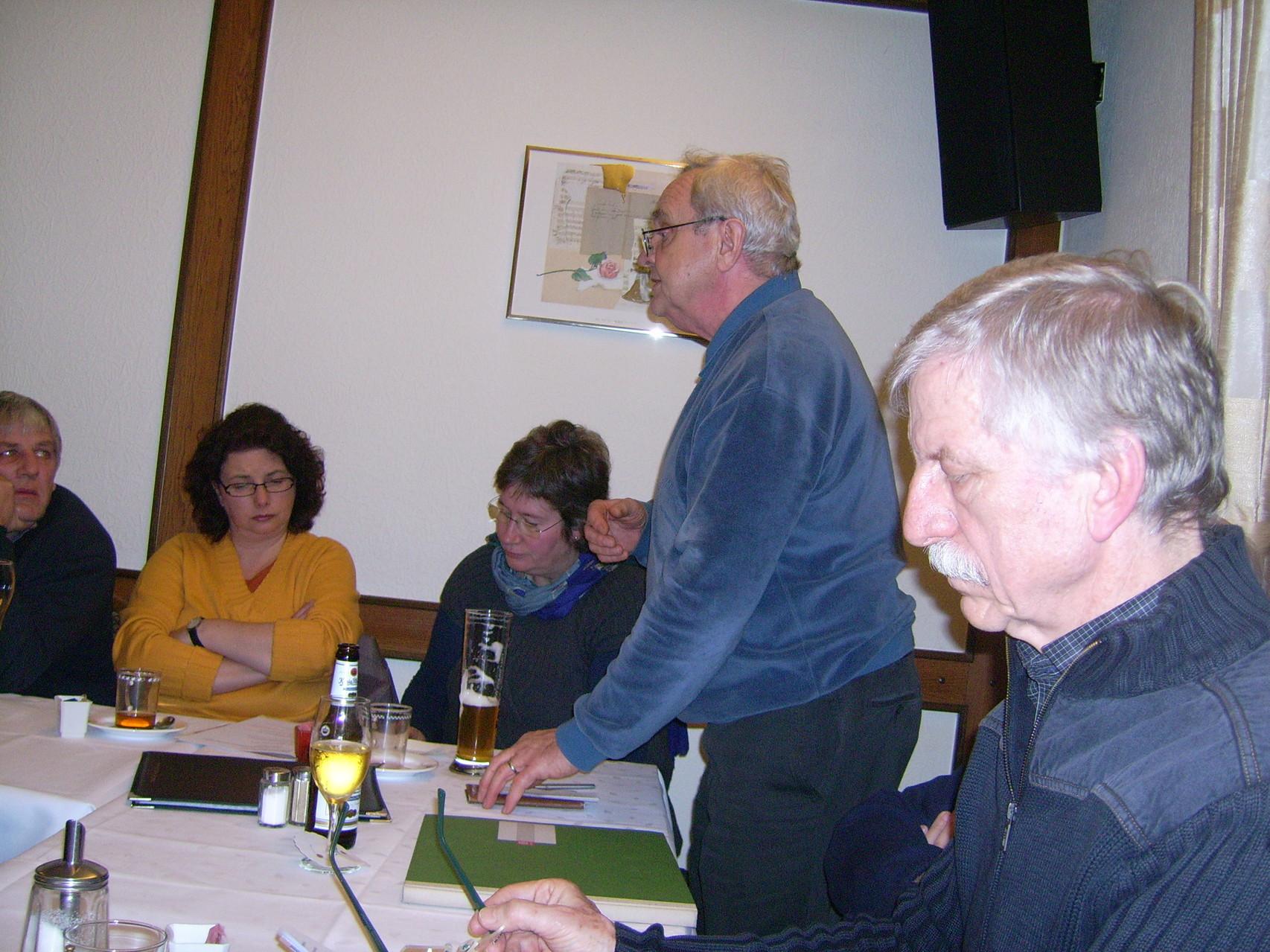 Dieter Thiele referierte über die Bedeutung der Bienenweide