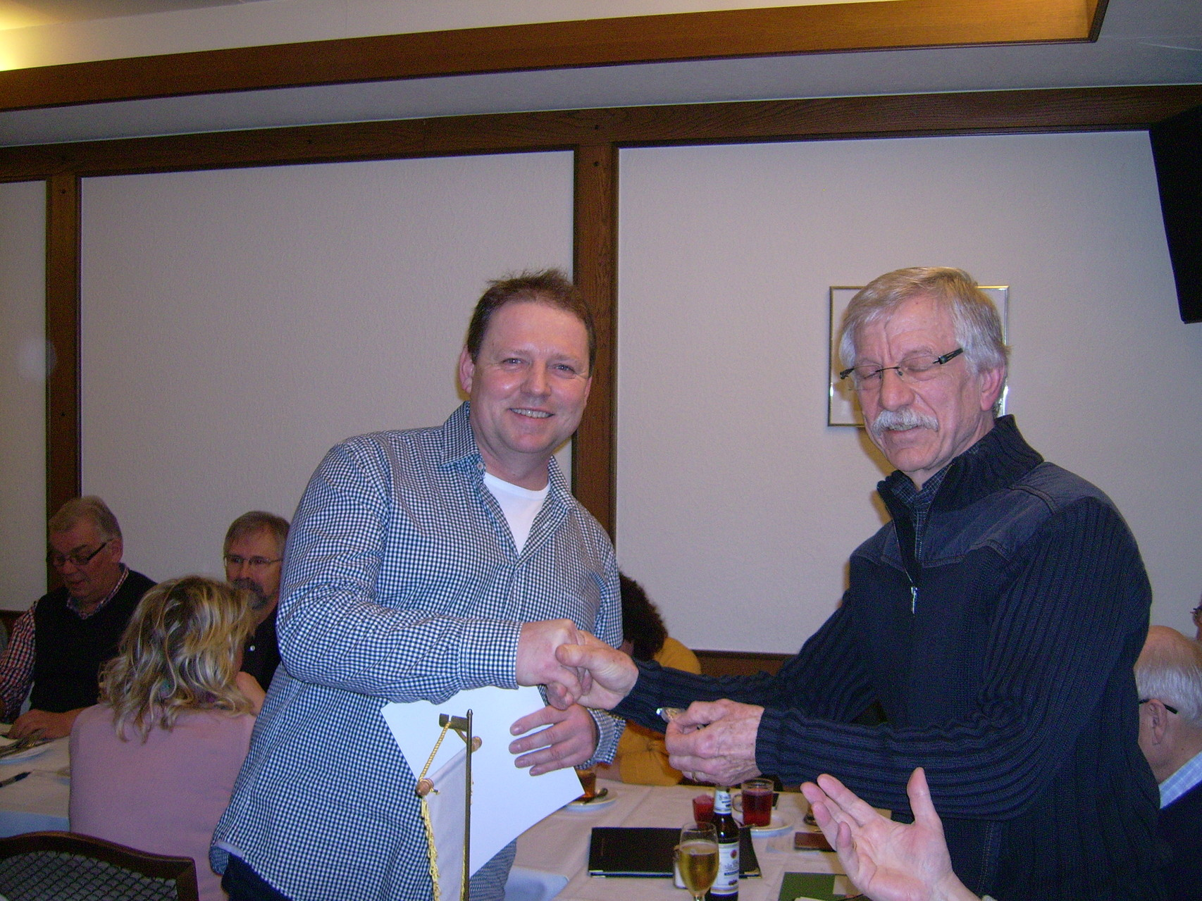 Roland Messerschmidt wurde für langjährige Mitgliedschaft geehrt.