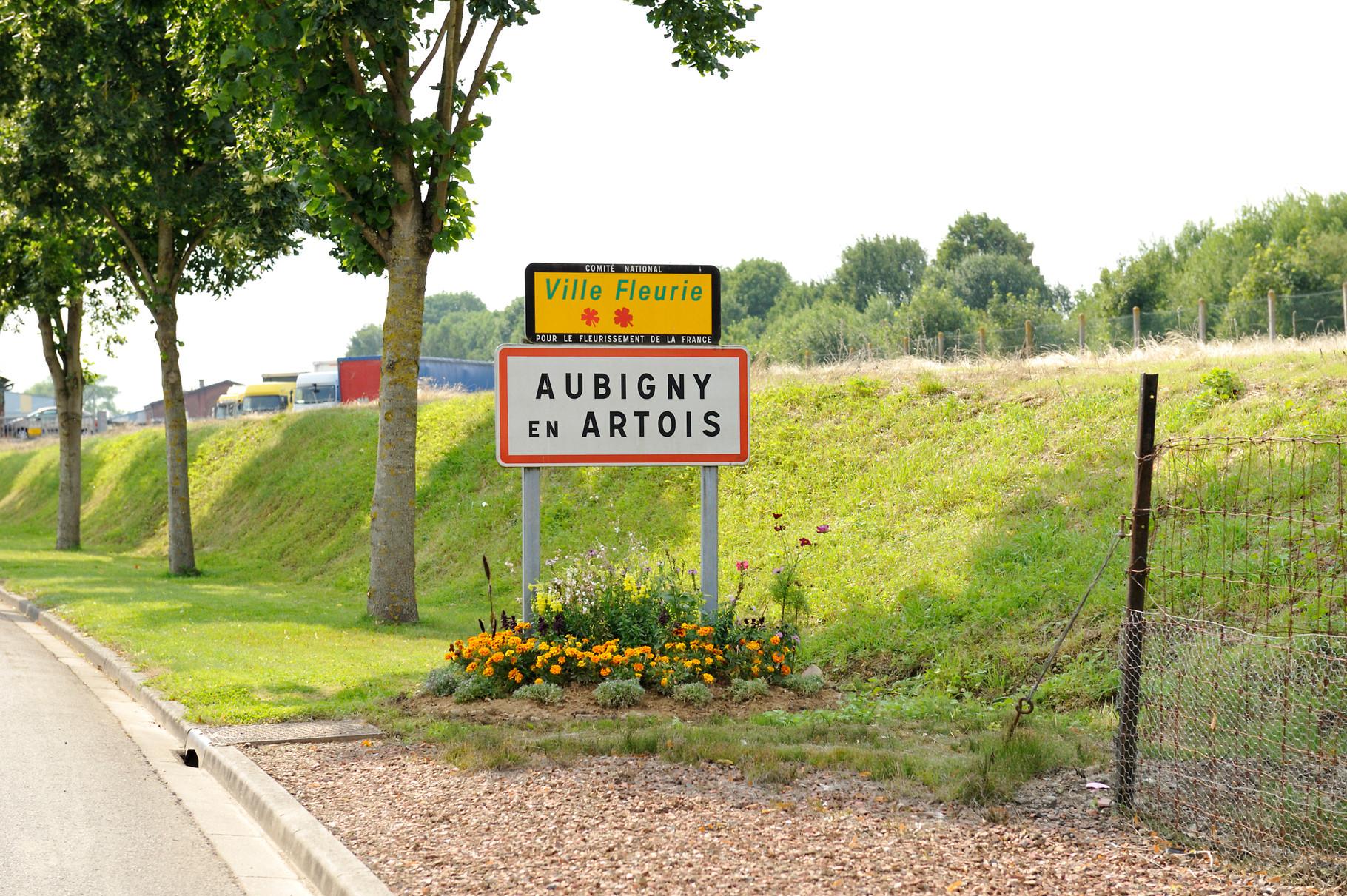 Panneau « Villes et Villages Fleuris » d'Aubigny-en-Artois, ville « 2 Fleurs » par Richard Soberka