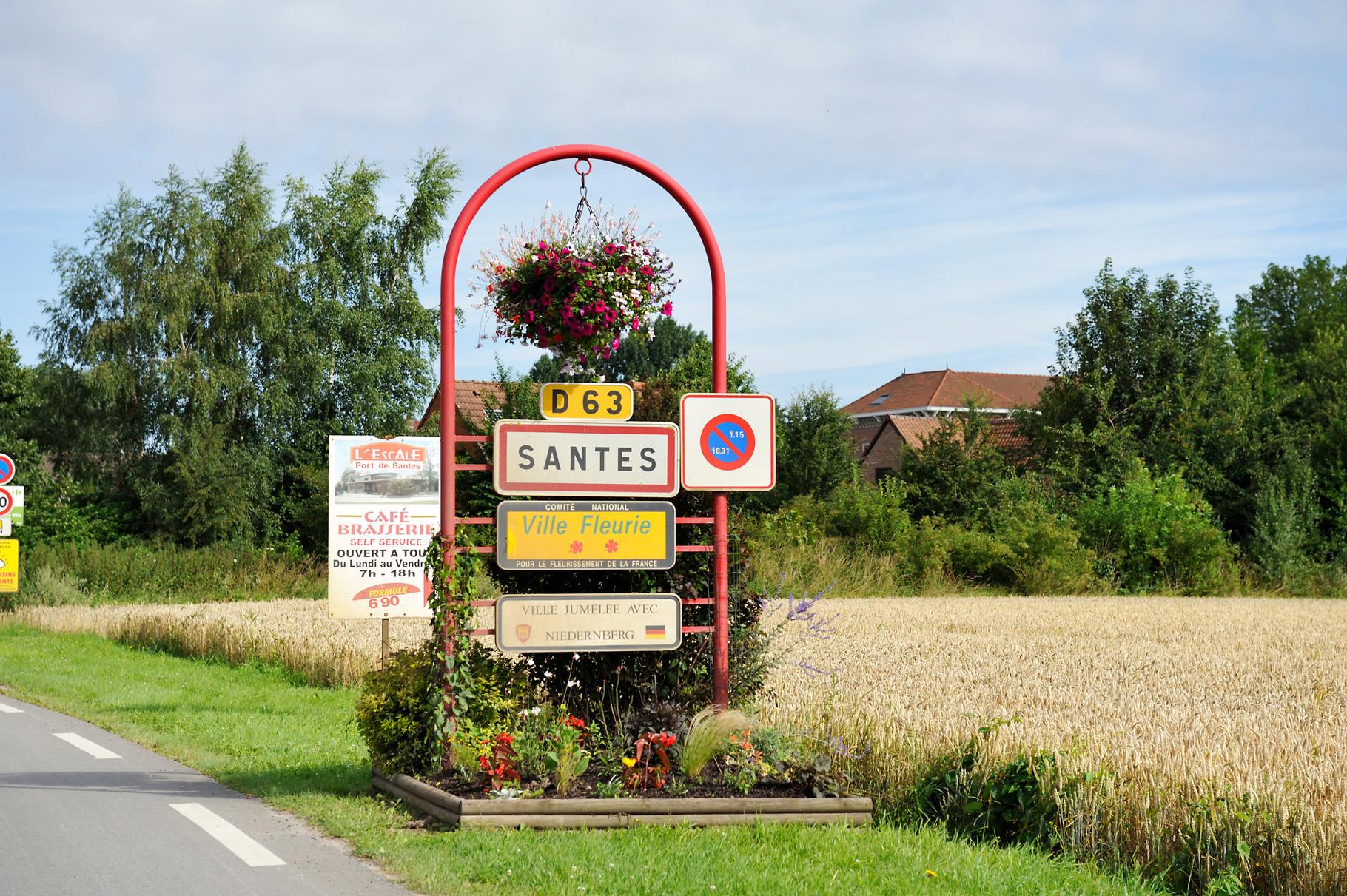 Panneau « Villes et Villages Fleuris » de Santes, ville « 2 Fleurs » par Richard Soberka