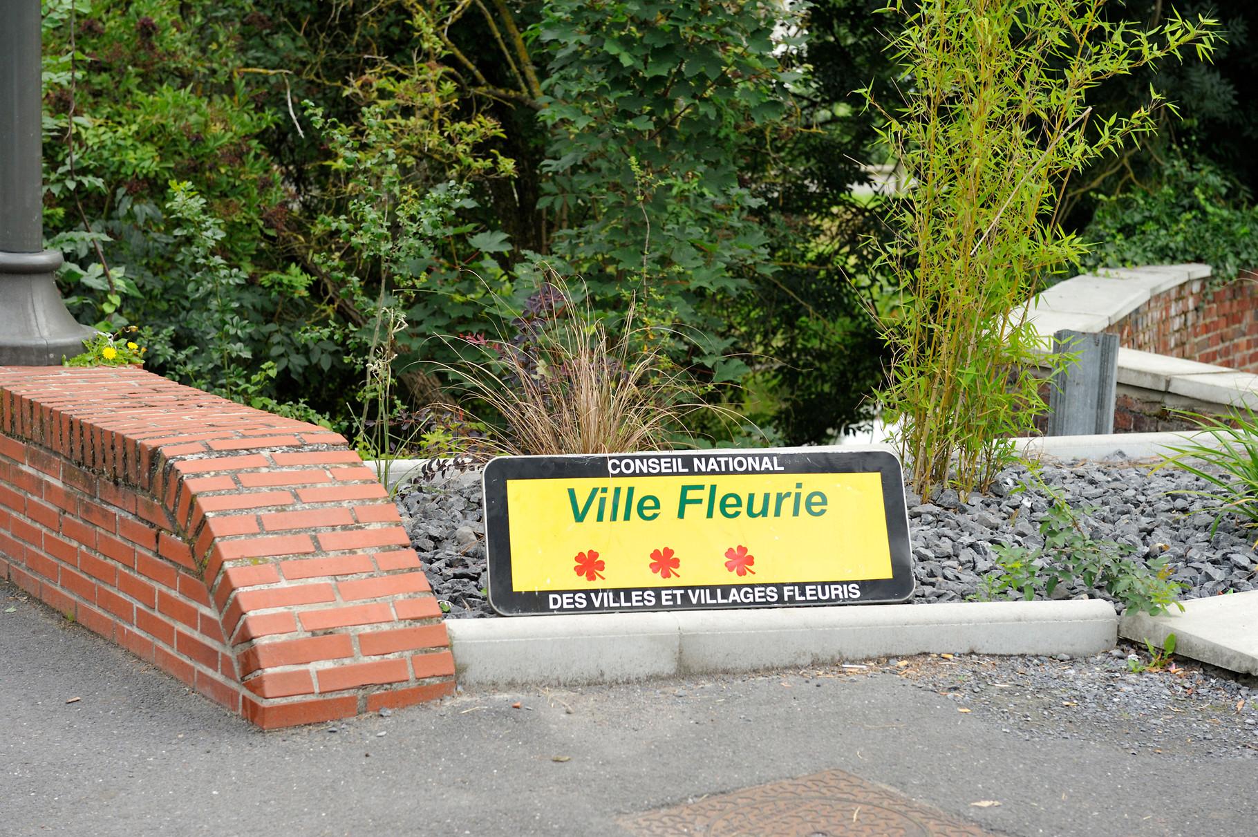 Panneau « Villes et Villages Fleuris » de Vieux-Condé, ville « 3 Fleurs » par Richard Soberka