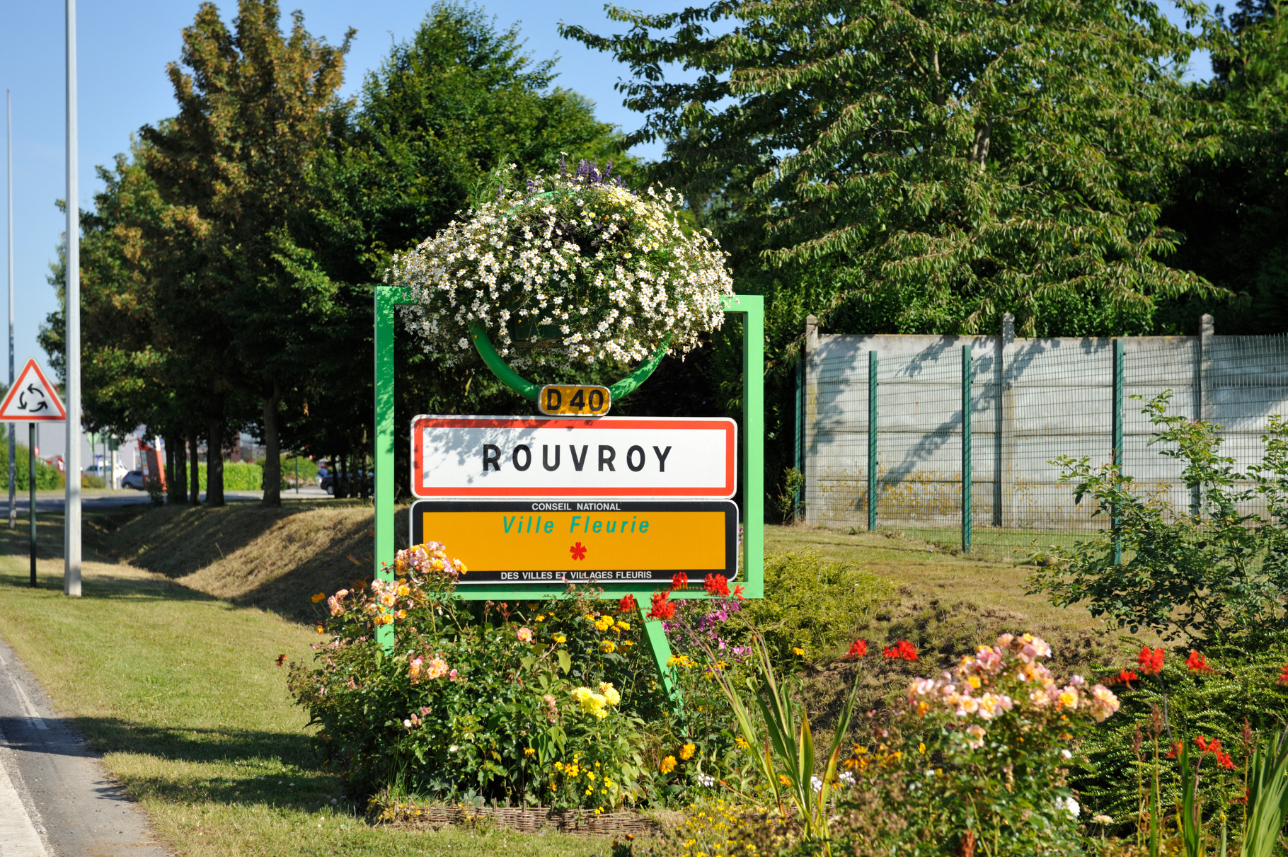Panneau « Villes et Villages Fleuris » de Rouvroy, ville « 1 Fleur » par Richard Soberka