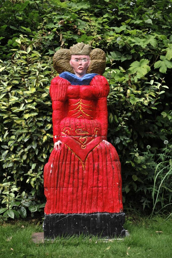 La reine tout en rouge par Richard Soberka