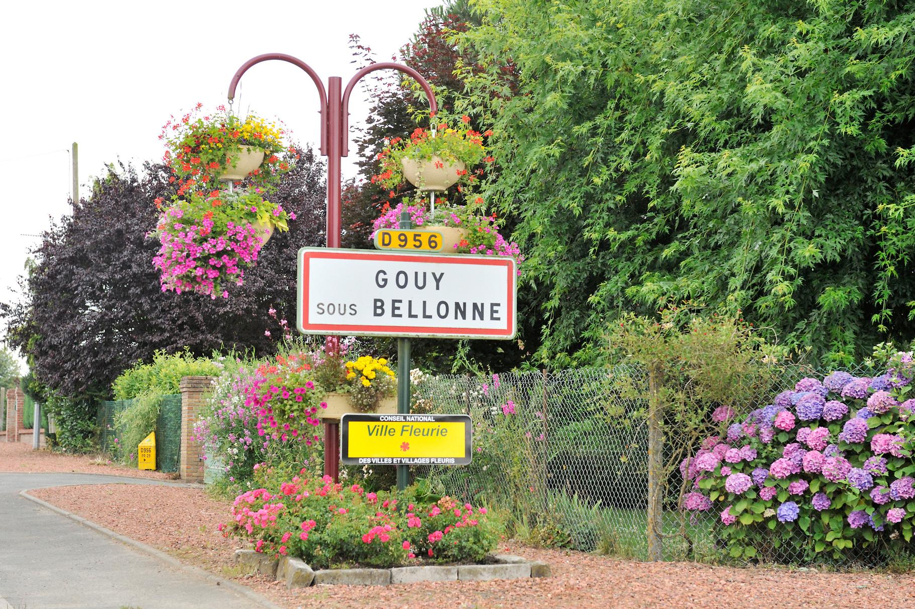 Panneau « Villes et Villages Fleuris » à Gouy-sous-Bellonne par Richard Soberka